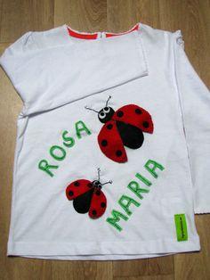 Camiseta personalizada a mano con lentejuelas, telas y fieltro. Mariquitas, Puriolets, Coccinelle, Ladybug.
