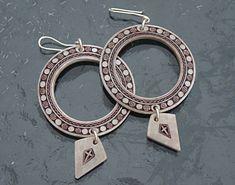 Örhängen ca pris: 1 900 kr/par Personalized Items, Bracelets, Inspiration, Jewelry, Biblical Inspiration, Jewlery, Bijoux, Jewerly, Bracelet