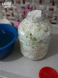 Lahana Turşusu Nasıl Yapılır Sauerkraut, Pickles, Diy And Crafts, Glass Vase, Soup, Jar, Easy Appetizers To Make, Canning Cabbage, Toffee Dip