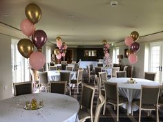 Adding a pop of colour to your party venue is easily done with balloon bouquets. 🎈