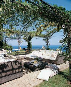 Attached pergola Ermitage with polycarbonate roofing Unopiù Pergola Swing, Pergola Patio, Pergola Kits, Gazebo, Backyard, Outdoor Spaces, Outdoor Living, Outdoor Decor, Terrace Building