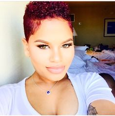 Short red hair, beautiful lite eyes with lite pink lips Short Sassy Hair, Short Hair Cuts, Short Natural Styles, Look 2017, Tapered Hair, Love Hair, Hair Inspiration, Hair Inspo, Hair Dos
