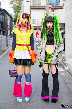 Harajuku Cyber Style w/ Pen & Lolly, CyberDog, Gas Mask & Hair Falls. With their colored cyber hairstyles and cyber fashion, these two girls were hard to miss walking around the streets of Harajuku together. Tokyo Street Fashion, Tokyo Street Style, Japan Fashion, Harajuku Girls, Harajuku Fashion, Kawaii Fashion, Alternative Mode, Alternative Fashion, Grunge Style