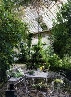 Garden room flooring This Ivy House - Conservatory style- this style belongs on a board of its own. Small Greenhouse, Greenhouse Plans, Greenhouse Gardening, Indoor Gardening, Pallet Greenhouse, Backyard Greenhouse, Greenhouse Wedding, Organic Gardening, Gardening Tips