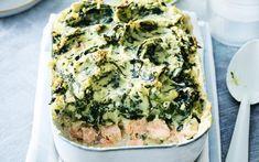 Ovenschotel met zalm en een dikke laag spinaziepuree - Libelle Lekker New Recipes, Favorite Recipes, Healthy Recipes, Orange Sanguine, Easy Cooking, Quiche, Delish, Seafood, Food Porn