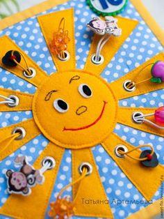 Ideas Baby Toys Felt Quiet Book Patterns For 2019 Diy Quiet Books, Baby Quiet Book, Felt Quiet Books, Quiet Book Templates, Quiet Book Patterns, Baby Crafts, Felt Crafts, Fidget Quilt, Infant Activities