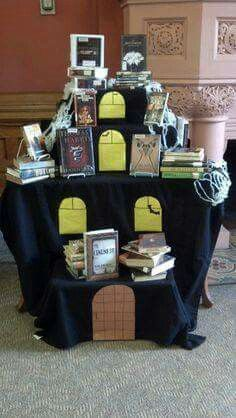 October challenge books with death dying ghost monster in title library display - Deco halloween tafel maak me ...