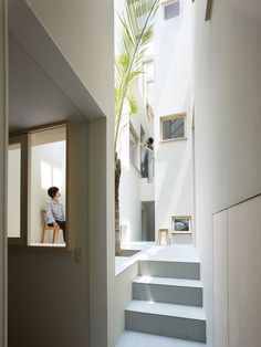 This place looks so clean....House in Goido Tall and narrow circulation