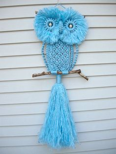 Learn the Macrame Owl Necklace Instructions while watching the short video tutorial. We have included Macrame Owl Wall Hanging Ideas for you too. Crochet Owls, Crochet Amigurumi, Owl Patterns, Macrame Patterns, Macrame Projects, Crafty Projects, Owl Crafts, Yarn Crafts, Macrame Owl