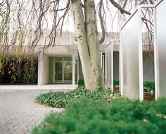 Eero Saarinen designed the structure, Alexander Girard designed the interiors, and Dan Kiley designed the landscape. Click here for on the Miller house.  Photo by: Leslie Williamson