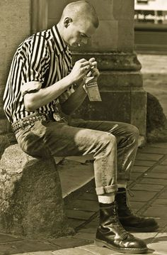 /this bloke reminds me of my brother, he was following a fashion rather than making a statement, that was back in the 80s, my brother has grown up alot since then. #1980SFashionTrends