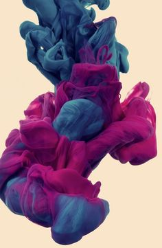 Italian artist Alberto Seveso was born in Milan, but is now working as a freelancer in Portoscuso, Sardinia-Italy. In his series a due Colori Seveso experiments with high-speed photography while tr… High Speed Photography, Art Photography, Underwater Photography, Digital Photography, Photography Guide, Stunning Photography, Wallpaper Series, Galaxy Wallpaper, Instalation Art