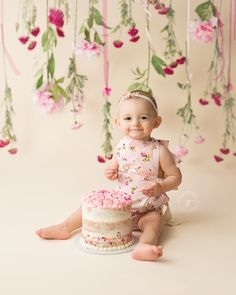 Photography props diy kids cake smash 17 Ideas for 2019 One Year Birthday, First Birthday Photos, Baby Girl First Birthday, Baby Cake Smash, Birthday Cake Smash, Cake Smash Photography, Birthday Photography, Photography Props, 1st Birthday Photoshoot