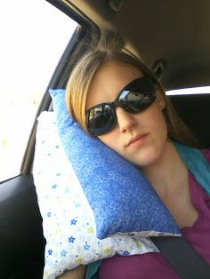 Pineapple Mama: Seat-belt Travel Pillow Tutorial--super easy pillow to make from scrap fabric and polyfill Sewing Hacks, Sewing Tutorials, Sewing Patterns, Sewing Ideas, Tutorial Sewing, Sewing Tips, Fabric Crafts, Sewing Crafts, Sewing Projects