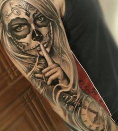 14+ Tattoo Arm Frauen Totenkopf Skull Girl Tattoo, Skull Sleeve Tattoos, Girls With Sleeve Tattoos, Sugar Skull Tattoos, Best Sleeve Tattoos, Tattoo Sleeve Designs, Tattoo Designs Men, Chicano Tattoos, Body Art Tattoos