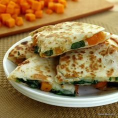 Butternut squash and spinach quesadillas are a sublime fall treat, except that they& not a dessert but rather a delicious meatless meal or appetizer. Wrap Recipes, Baby Food Recipes, Mexican Food Recipes, Vegetarian Recipes, Dinner Recipes, Cooking Recipes, Healthy Recipes, Eat Healthy, Healthy Munchies