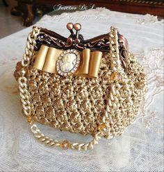 Inselly Amazing crochet handbags from Italian designer Moon Charm Creations Hand Made. Crochet Clutch, Crochet Handbags, Crochet Purses, Knit Crochet, Crochet Bags, Handmade Handbags, Handmade Bags, Crochet Accessories, Handbag Accessories