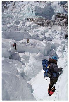 Khumbu ice fall - The MOST dangerous part of the climb to the summit of Everest Alpine Climbing, Ice Climbing, Mountain Climbing, Zhangjiajie, Bergen, Monte Everest, Nepal Trekking, Escalade, Winter Camping
