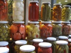 of Kefir is More Potent Than 8 Bottles of Probiotics (Why is This Kept Secret?) List of Fermented Foods for Healthy Gut. Our gut is the biggest part of our immune system and fermented foods will help you to heal and restore gut imbalances. Fermentation Recipes, Canning Recipes, Probiotic Foods, Fermented Foods, Fermented Cabbage, Leaky Gut, Kefir Benefits, Health Benefits, Kombucha