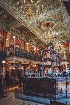 The old Bank of England Pub. - 2020 World Travel Populler Travel Country London Pubs, Old London, London Bank, Bank Of England, England Uk, Victorian London, Vintage London, Pub Design, Best Pubs