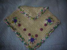 poncho de bebe tejido en telar artesanal con bordado a mano
