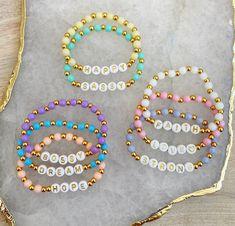 Letter Bead Bracelets, Letter Beads, Name Bracelet, Cute Bracelets, Colorful Bracelets, Beaded Bracelets, Beaded Jewelry Designs, Handmade Wire Jewelry, Bracelet Designs