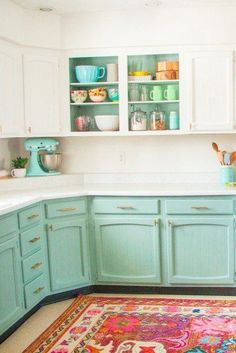 New Kitchen Makeover Ideas Amazing and Cheap Kitchen Makeover Ideas – cheap kitchen cabinets Cheap Kitchen Makeover, Kitchen Redo, New Kitchen, Kitchen Ideas, Retro Kitchen Decor, Green Kitchen, Mint Kitchen Walls, Colorful Kitchen Cabinets, Annie Sloan Kitchen Cabinets