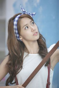 YOONA #SNSD --->> 토끼 hairband trending now... so cute! I think i can make it....