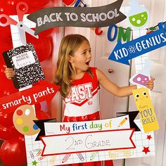 First Day At School Frame, 1st Day Of School Pictures, Back To School Night, Last Day Of School, School Photos, Jungle Theme Classroom, Classroom Themes, Back To School Crafts For Kids, School Photo Frames