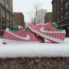 """The snow is here! Get with the season in the latest pair of X-Mas inspired sneaks from Nike SB. The Nike Dunk Low Premium """"Candy Cane"""" is now available in the shop. $100. #nikesb #dunklow #sneakers #christmas #candycane #northpole #santa #milwaukee #MODA3"""
