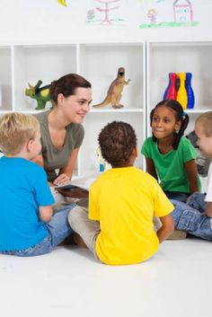 Learn how to introduce books to your guided reading groups in a way that gets the kids excited and also teaches them what they need to read the text! Small Group Reading, Guided Reading Groups, Reading Lessons, Nursery Teacher Training, Classroom Management Techniques, Reading Recovery, Education And Literacy, Reading Intervention, Readers Workshop