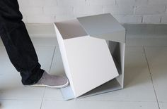 This geometric waste bin, designed by Grace Youngeun Lee, opens up in an incredibly clever way and honors clean lines and minimalism, despite the mess that may sit inside it. Stylish Modern Trash Cans by Claire Andreas - Photo 2 of 5 Pliage Tole, Tole Pliée, Minimalist Furniture, Yanko Design, Trash Bins, Smart Design, Clever Design, 3d Design, Design Furniture