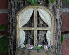 ventana con chica que se sienta ningn accesorio jardn alas pjaro miniatura nia sentada en la ventana en miniatura accesorio para el jardn de