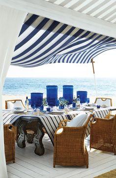 Une terrasse sophistiquéeenbord demer avec une palette marine rafraichissante, signée Ralph Lauren Home
