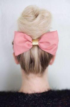 Un moño siempre será un elegante y lindo accesorio para tu cabello.