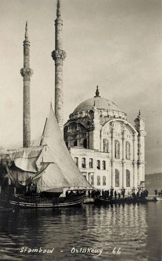 ORTAKOY MOSQUE : was built by (Armenian Architect) Nigogos BALYAN. in Baroque-style for Sultan Abdulmecit, between in Istanbul. Nigogos new desing was tried in This Mosque and Dolmabahce Mosque. Beautiful Mosques, Beautiful Places, Old Pictures, Old Photos, Islamic Architecture, Le Far West, Ottoman Empire, Historical Pictures, Kirchen