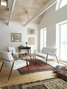 love the lime washed high ceiling teamed with the white walls, looks big clean and fresh