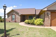 100 Briarwood, Guthrie, OK OVER 2000sf, HUGE Bonus Room, 1.25 acres w/huge fenced yard! Just 2 mi East of I-35! $180,000. Call Dawna Elmore/EXIT Realty 550-2177 or a showing!