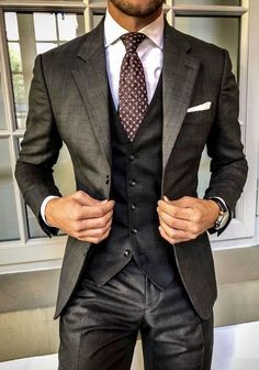 Three piece suits are becoming more and more popular in the world of mens fashio Best Mens Fashion, Mens Fashion Suits, Fashion Business, Business Suits, Business Casual, Moda Formal, Mode Costume, Designer Suits For Men, Gentleman Style