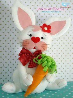 Eu Amo Artesanato: Coelho com molde Easy Crafts For Kids, Diy For Kids, Diy And Crafts, Arts And Crafts, Felt Toys, Felt Ornaments, Softies, Handmade Toys, Fabric Scraps