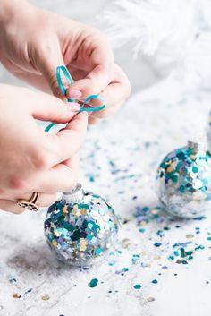 confetti glitzer pailetten weihnachtskugeln selber machen