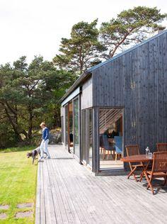 Lange linjer: Rett utenfor bygningene går det og en lang, ytre synsakse ¿ langs hele hytta.