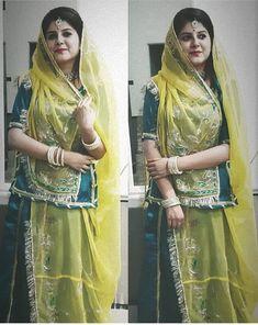 Shivani Rathore 💫 Rajasthani Bride, Rajasthani Dress, Chanya Choli, Black Lehenga, Rajputi Dress, Half Saree Designs, Indian Princess, Bridal Photoshoot, Royal Dresses
