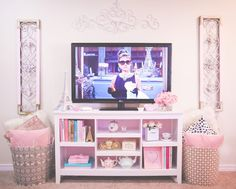 ♡ Very cozy and welcoming setting that is girly and cute. Reminds me of fall/winter ♡