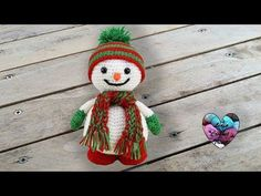 "Hello everybody, ""Lidia Crochet Tricot (Lidia Crochet Knitting) is a channel where you can find many knitting tutorials (with a crochet, with the hooks, even. Crochet Diy, Crochet Amigurumi, Crochet Crafts, Lidia Crochet Tricot, Crochet Snowman, Christmas Wreaths, Christmas Ornaments, New Years Decorations, Crochet Patterns"