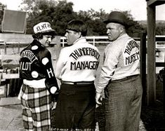 PLAYING THE PONIES (Episode Moe, Larry and Curly are three restaurant owners who want to make money faster through horse racing. Great Comedies, Classic Comedies, The Stooges, The Three Stooges, Comedy Acts, Abbott And Costello, Laurel And Hardy, Old Tv Shows, Classic Tv