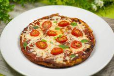 Es gibt leckeres Pizza-Omelett. Hier kommen Leute mit der Vorliebe für die Pfanne und den Backofen zum Schuss. Das Rezept kann man mit Beidem zubereiten.