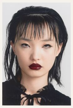 Modern Emo Makeup Looks Glossy Eye, Wet Look Hair Emo Makeup, Asian Eye Makeup, Makeup Art, Hair Makeup, Foto Portrait, Portrait Photography, Wet Look Hair, Glossy Eyes, Black Parade