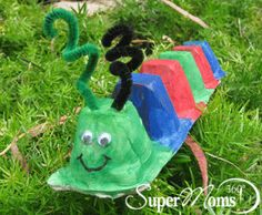 Colorful Caterpillar - This egg carton caterpillar is an easy kids craft that everyone will enjoy! Tags: easy spring craft | spring crafts for kids | SuperMoms360.com