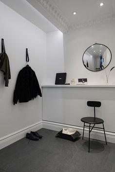 Simple entry way - Scandinavian interior design